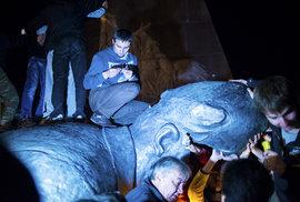 Статую Ленина, снесенную в Харькове, начали продавать по частям в интернете