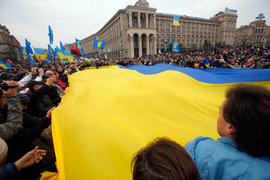 Сын Порошенко рухнул в обморок во время молебна за Украину. ВИДЕО