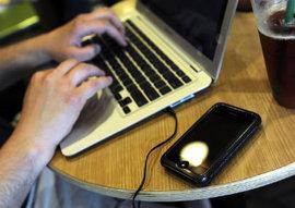 АНБ возобновляет прослушку и сбор телефонных звонков американцев