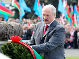 Почему Лукашенко не приедет 9 мая и запретил ли он георгиевскую ленту