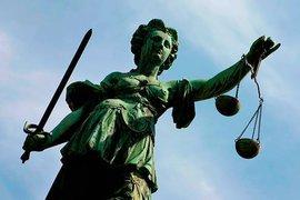 Суд оштрафовал Greenpeace за блокаду компании Shell