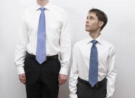 Исследование: высокие мужчины успешны в работе, 'коротышки' - в любви