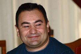 Мэр Новосибирска Анатолий Локоть обвинён в выгораживании своего сотрудника - главы ЦУГАЭТ Арама Суваряна, который накануне был арестован по подозрению в получении взятки в 2 миллиона рублей