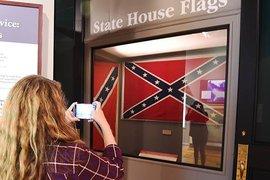 Amazon уличили в двойных стандартах: интернет-магазин не продает флаги Конфедерации, но оставил символику с Гитлером