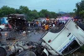 Автобус с туристами перевернулся на востоке Египта, 42 человека получили ранения.