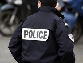 Полицейского накажут за селфи на фоне самоубийцы