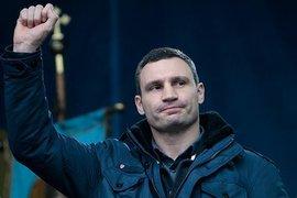 Порошенко и Яценюк не смогли сдержать смех во время выступления Кличко. Видео