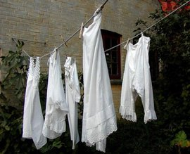 Как отбелить белые вещи
