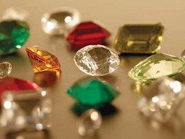 Художник-ювелир Олег Тарутин рассказал в прямом эфире Pravda.Ru о главных тайнах работы с драгоценными камнями