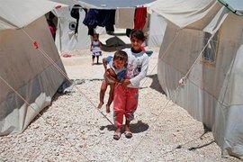 Турецкая пара отметила свадьбу в сирийском лагере для беженцев, накормив 4000 человек