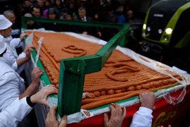 На ярмарке в Сербии изготовили колбасное изделие длиной в 2031 метр
