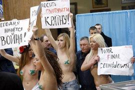 Курьезы выборов: голые украинки и растерянные бабушки