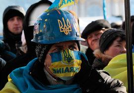 В Киеве 'Правый сектор' пытается прорваться в Верховную раду