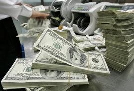 Финансисты отмечают, что курсы доллара и евро, которые последние дни росли, наконец, пошли вниз