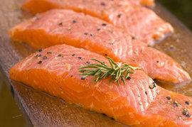Импорт продукции неcкольких рыбных и молочных предприятий Белоруссии в Россию может быть ограничен