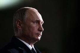 Владимир Путин сыграл с детьми в хоккей на открытии образовательного центра