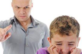 Как надо воспитывать детей - лаской или строгостью? Видео