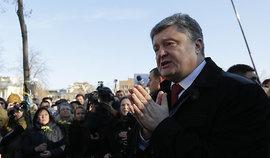Война президента Порошенко с украинскими олигархами может значительно усилить дестабилизацию на Украине - пишет немецкое издание Spiegel