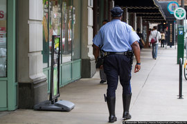 Филадельфия: Полицейского обвинили в мастурбации в Starbucks на публике