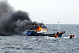Южная Корея,  рыбаки, пожар