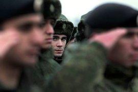 'Поздравили с 23 февраля — позвонил в ФСБ': Кому мешает День защитника Отечества